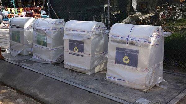 Μπήκαν οι πρώτοι υπόγειοι κάδοι σκουπιδιών και ανακύκλωσης στη Νέα Φιλαδέλφεια
