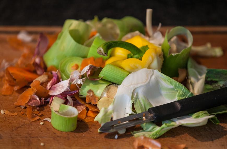 Τεράστια σπατάλη τροφίμων: 88 εκατ. τόνοι τροφής καταλήγουν στα σκουπίδια ετησίως στην ΕΕ