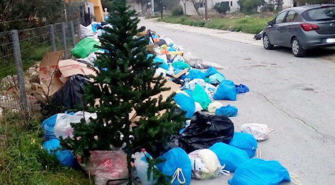 «Κανένα χριστουγεννιάτικο δέντρο σε ΧΥΤΑ» στη Θεσσαλονίκη