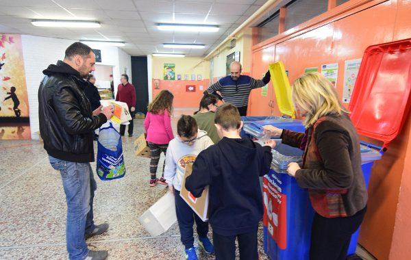 Πρωτοποριακό: Μαθητές στη Θεσσαλονίκη ανακυκλώνουν και κερδίζουν χρήματα για τα σχολεία τους (vid)